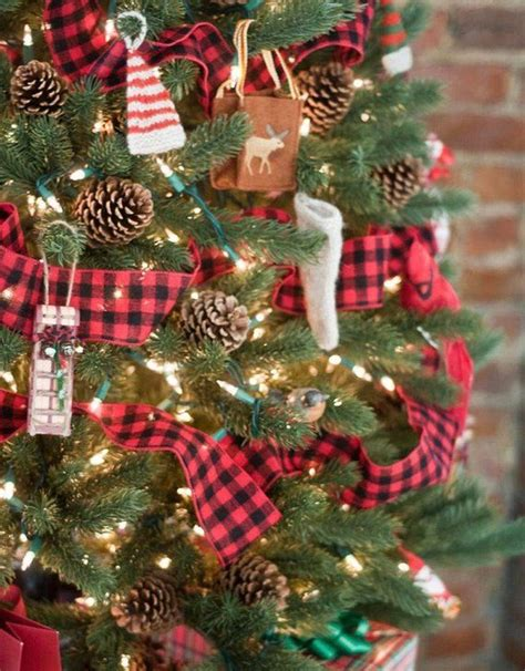 beautiful red  black christmas tree garland  garland   inches wide   le plaid