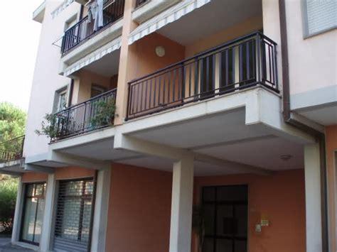 terrazzo aggettante terrazzo aggettante semplice e comfort in una casa di