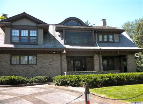 warren buffett s house warren buffett billionaire still lives in modest omaha home which cost 31 500 in