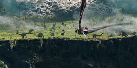 film up jurassic world jurassic world 2 trailer doesn t spoil the ending screenrant