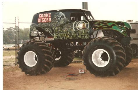 grave digger monster truck wiki grave digger 4 monster trucks wiki fandom powered by wikia