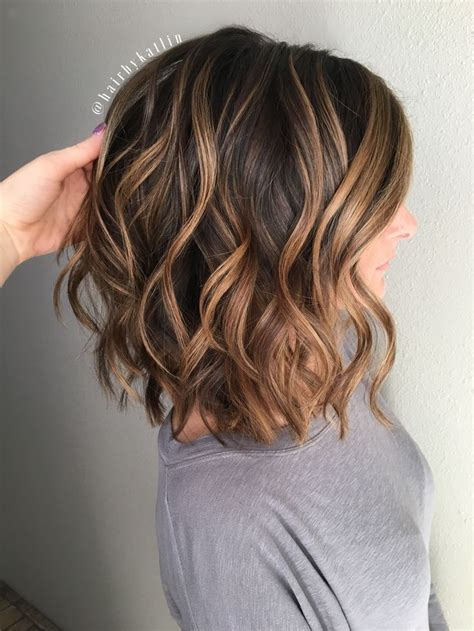 honey brown haie carmel highlights short hair trendy hair highlights balayage brunette caramel