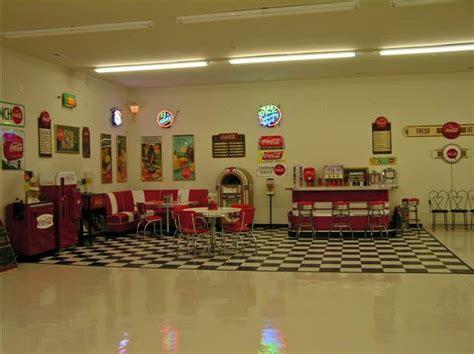 Lewis Retro Garage 2.fw  » Bars & Booths