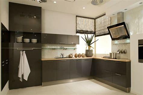Charmant Meuble De Cuisine Gris Anthracite #2: couleur-mur-cuisine-blanche-meuble-cuisine-couleur-anthracite-plan-de-travail-en-bois.jpg