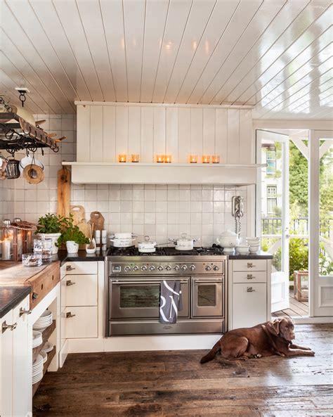 azulejos cocinas rusticas las 10 cosas que debe tener una cocina r 250 stica