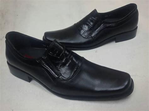 Sepatu Pantofel Pria Azcoust Phiton Bahan Kulit Oke jual sepatu kulit cardin pantofel d 076 danu82