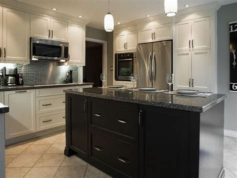 off white kitchen cabinets with white appliances winda 7 now in the right home this is amazing very clean and