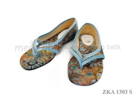 Sepatu Santai Buat Jalan sepatu batik dengan desain unik dari medogh untuk lengkapi