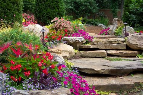 Flower Gardens In The South Traditional Landscape Flowers Gardens And Landscapes
