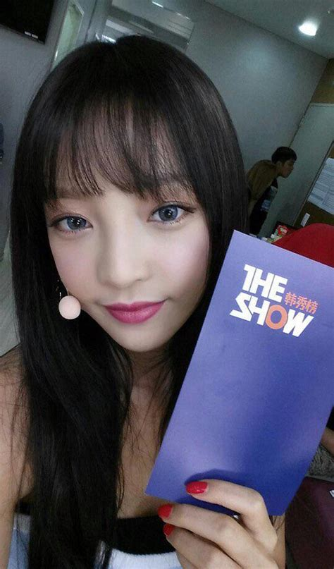 is it goo to cut hair with a razor goo hara dyes hair brown gets fringe pics video idolwow