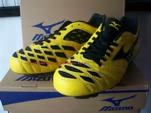 mizuno ignitus md sepatu bola sepatu futsal sepatu