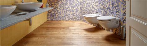 parquet per bagno e cucina pavimenti in legno per bagno il parquet arreda al