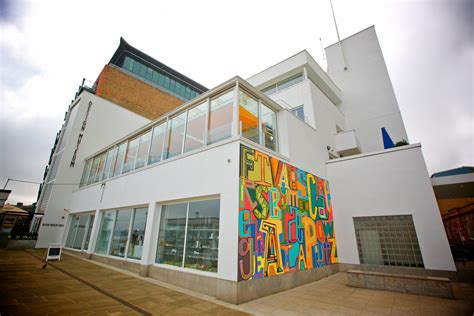 design museum 28 shad thames london デザイン ミュージアムの観光情報 歴史 料金 行き方 営業時間 howtravel