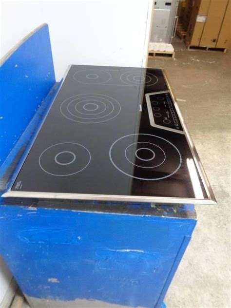 smoothtop electric cooktop thermador masterpiece series 36 inch smoothtop electric