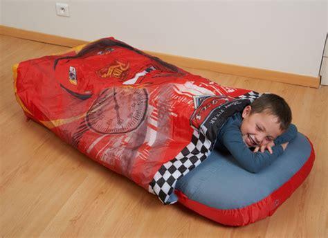 sac de couchage avec matelas disney cars plushtoy