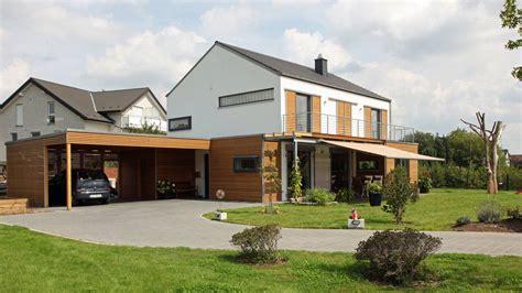 Haus Mit Carport by Haus Mit Einliegerwohnung Grundrisse Ansichten Preise
