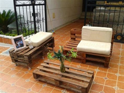 shipping couch awesome recycling ideas for old shipping pallets pallet