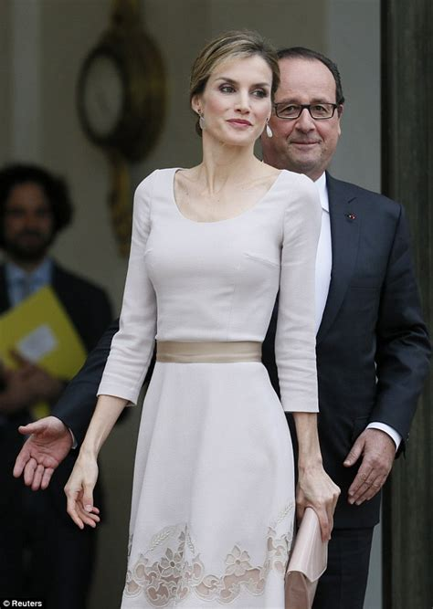 queen letizia is chic in white as she welcomes panamas queen letizia and king felipe of spain meet french