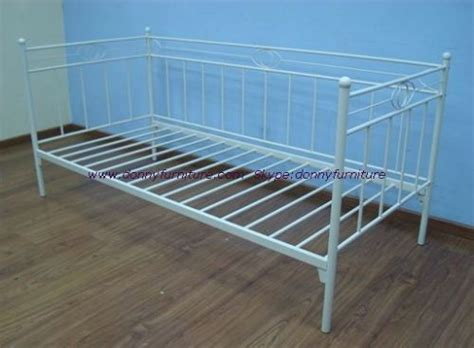 Metal Frame Daybed Buyers Guide For Daybeds Metal Daybed Frame Jitco Furniturejitco Furniture