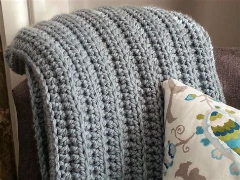 modern knitting patterns uk 25 best ideas about chunky crochet blankets on