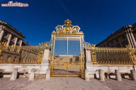 ingresso versailles ingresso di versailles dal cancello principale foto