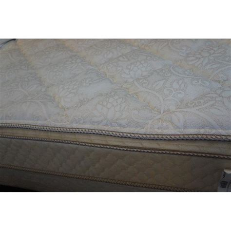 what is a pillow top bed therapedic backsense pillow top therapedic posture plus pillow top baer s mattress den