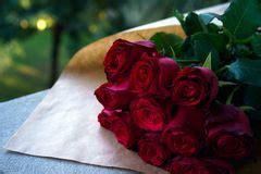 ramo grande de rosas rojas foto de archivo imagen de