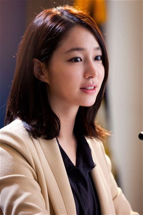 haircut korean actress lee min jung brown medium side part straight cute asian
