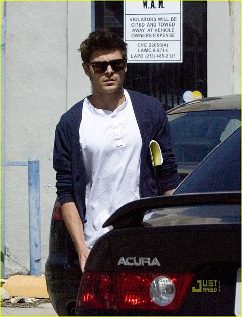 Zac Efron Hires Security Guard by Zac Efron Is A Duffel Dude Photo 2445124 Zac Efron