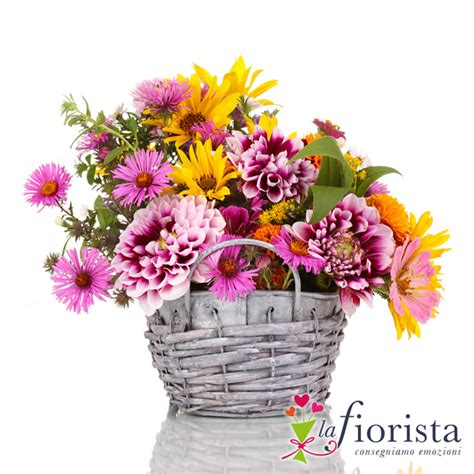 consegna fiori a distanza vendita cestino di fiori primaverili rosa e giallo