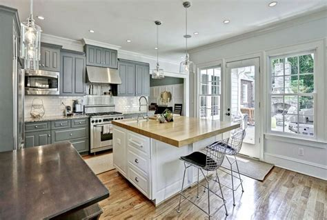 Grey Kitchen Cabinets With White Countertops by 30 Gray And White Kitchen Ideas Designing Idea