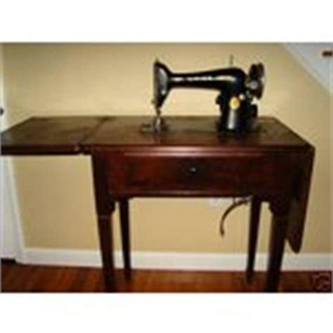 1930 s vintage antique singer sewing machine in cabinet