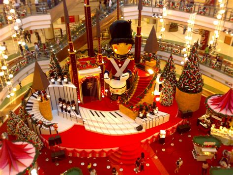 malls decorated in christmas s tour livin2tel