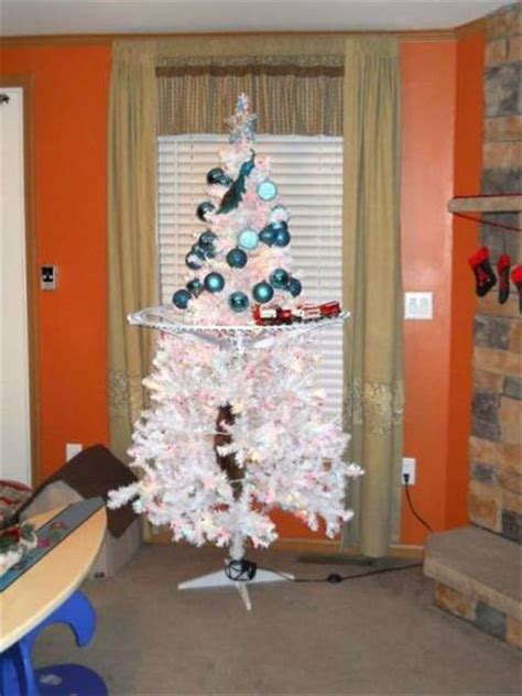 funny wayscto keep cats off christmas tree ways to quot pet proof quot your tree 21 pics