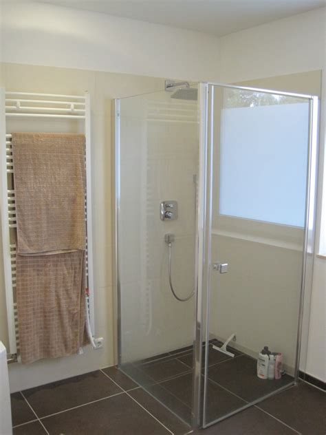 Kleines Bad Dusche Vorm Fenster by Fenster In Dusche Raum Und M 246 Beldesign Inspiration