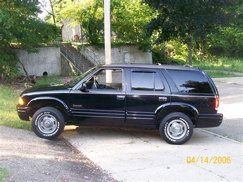 file 95 97 oldsmobile bravada jpg wikimedia commons service manual change headlight 1997 oldsmobile bravada arctic white 2004 oldsmobile bravada