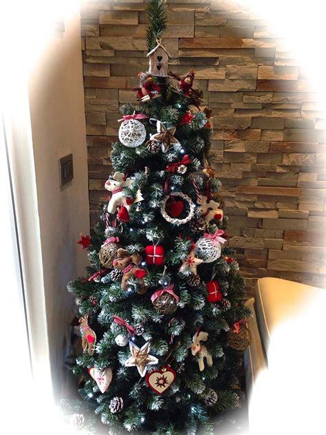 alberi di natale fatti in casa il natale fai da te idee decori alberelli e pacchi fatti