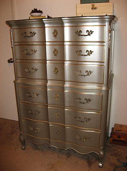 Spray Paint A Dresser by Best 25 Metallic Dresser Ideas On Silver