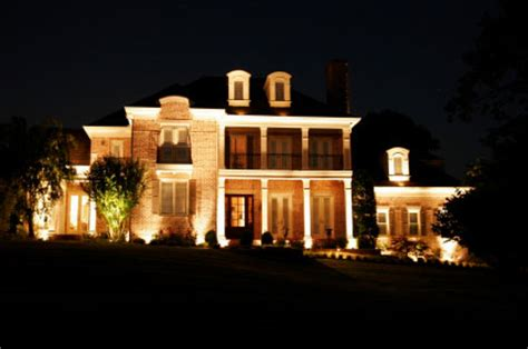 outdoor landscape lighting installation in houston tx