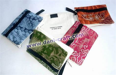 Souvenir Dompet Holo Bungan Tanggung souvenir pernikahan dompet batik souvenir 28 images dompet batik tanggung kedai souvenir