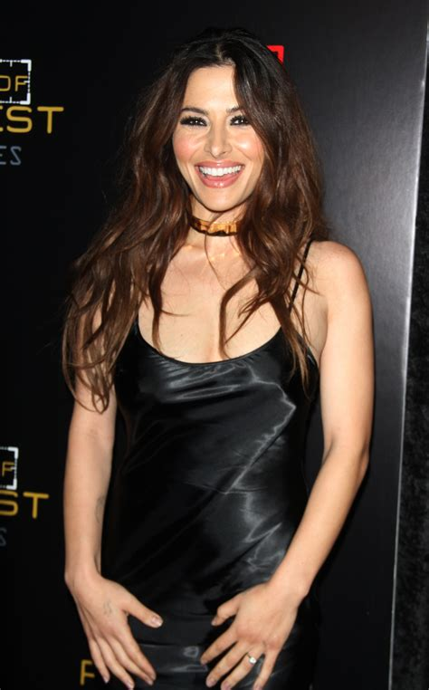 overstock commercial actress singing sarah shahi gentlemanboners