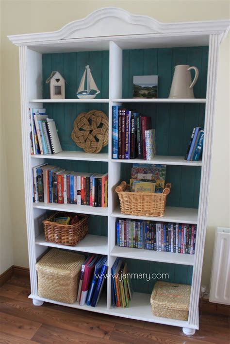 bookcase makeover with sloan chalk paint