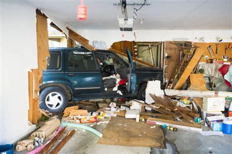 Car Crash Garage by Car Crashes Into Garage In Lodi Lodinews News