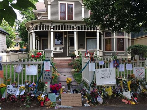 mork and mindy house fans create a beautiful memorial for robin williams at the mork mindy house in