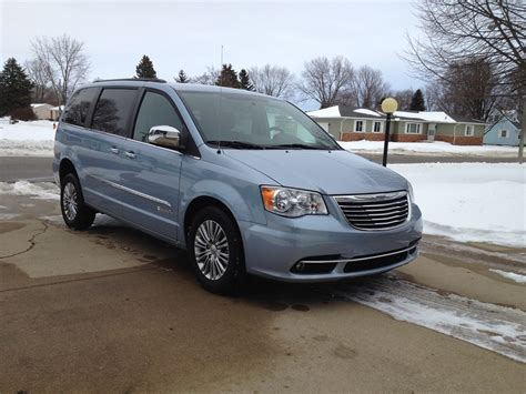 2013 chrysler town and country 2013 chrysler town country pictures cargurus