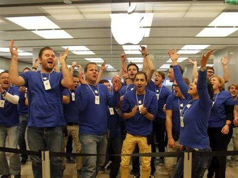 apple employee what it s really like to work at an apple store business