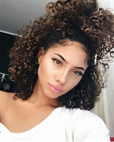 light skinned hair styles best 25 curly hair ponytail ideas on pinterest curly