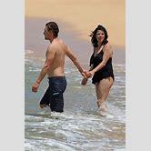 selena-gomez-beach-body