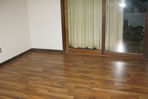 can you install laminate wood flooring over linoleum
