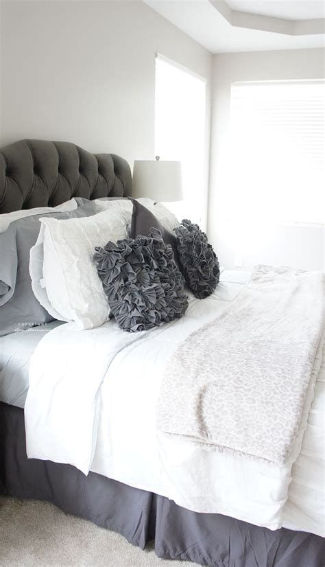 Gray Tufted by Best 25 Grey Tufted Headboard Ideas On White